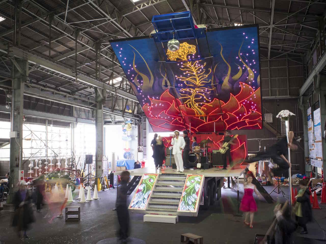 MASK (MEGA ART STORAGE KITAKAGAYA)  Open Storage 2016 開催 やなぎみわ、ステージトレーラー「日輪の翼」大阪凱旋公演