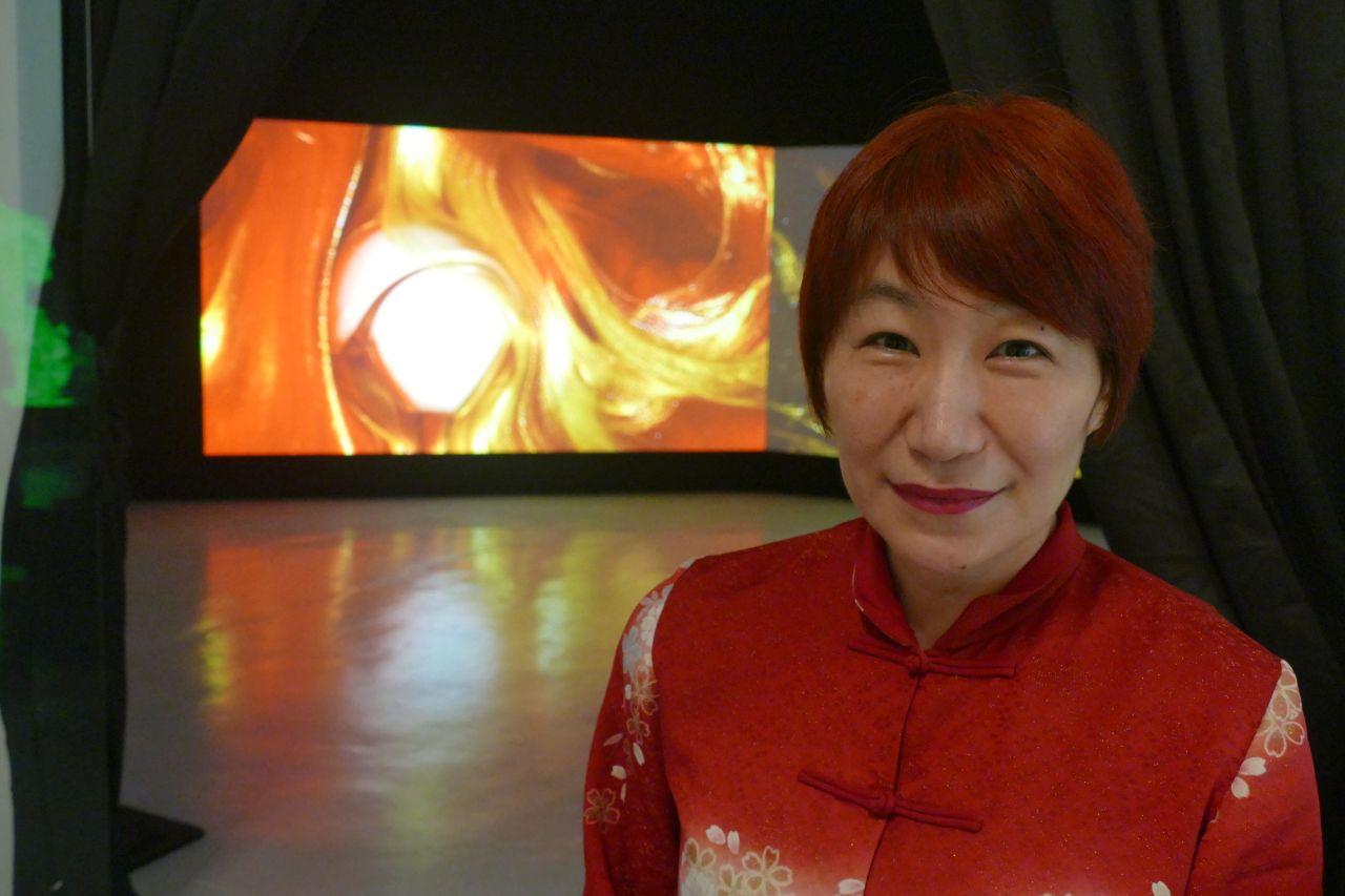 文化庁文化交流使のアーティスト土佐尚子氏がシンガポールで個展開催。篠田大使、堤公使が訪問。
