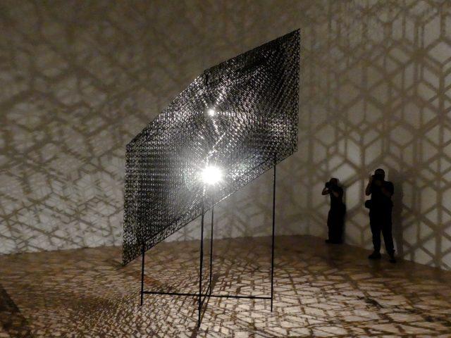 《Slow Cube VII》<br>コンラッド・ショウクロス(Conrad Shawcross)による新作品