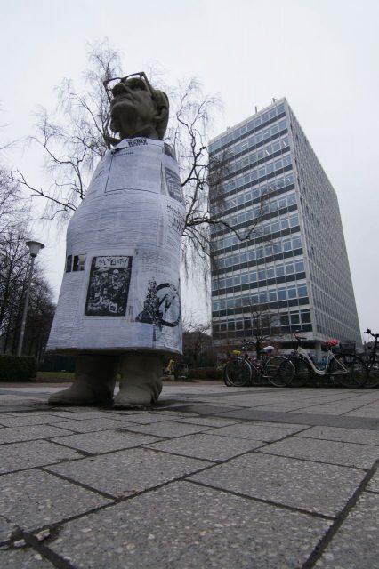 2007年開催時のジルケ・ヴァークナー(Silke Wagner)作品《Münsters Geschichte von unten》。 The Sculpture