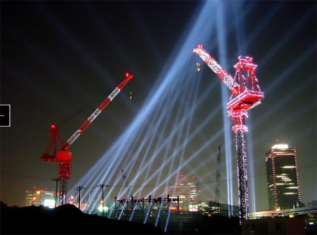 「四次元の柱」 東京 汐留・日本 2000年11月 汐留地区開発工事現場におけるライトスケープ。