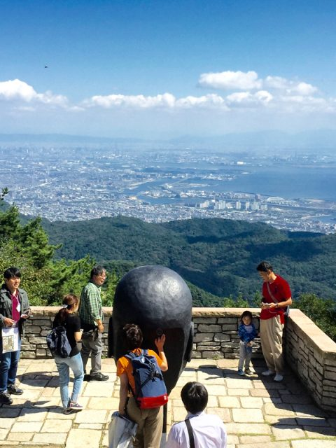 「六甲ミーツアート芸術散歩2017」は六甲山頂で開催中です。