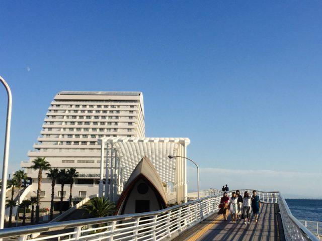 神戸アートマルシェは今年で10年目。3年目からメリケンパーク・オリエンタルホテルを会場となっています。
