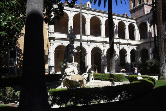 フォンダコ・イタリアとリゴーニ・ディ・アジアゴが協賛して修復が行われる予定のヴェネツィア宮殿の庭園。
