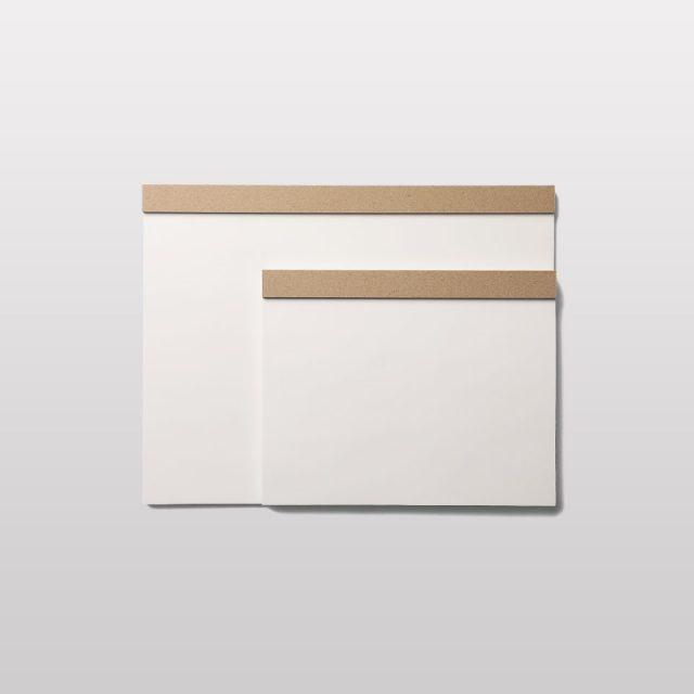 伊藤バインダリーのドローイングパッド。江戸川区でノート製本を生業に創業された伊藤バインダリーが材料の選定から最終工程まで丁寧に仕上げ、日本のプロダクトならではのシンプルさと美しい佇まいを持つプロダクト。日常的に使うものにも愛着を持ちたい方におすすめです。
