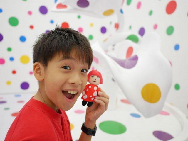 ナショナルギャラリー(シンガポール)の草間彌生展は大人も子供もあらゆる層の人が楽しんでいました。