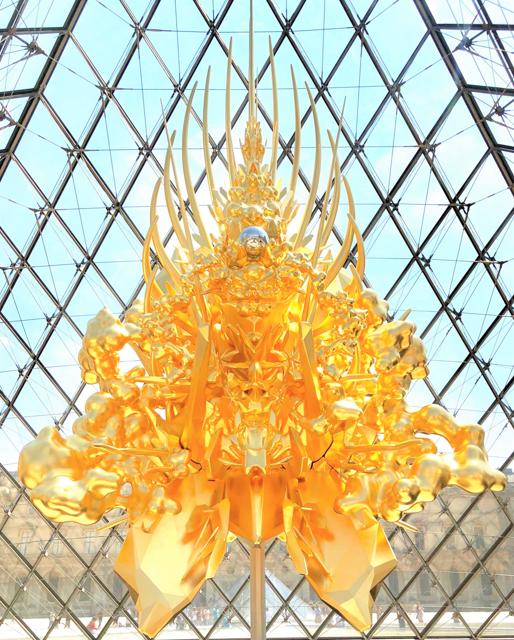 名和晃平 金色に輝く巨大彫刻「空位の玉座」がパリ・ルーブル美術館に出現!黄金の玉座空位の意味は? : ジャポニスム2018