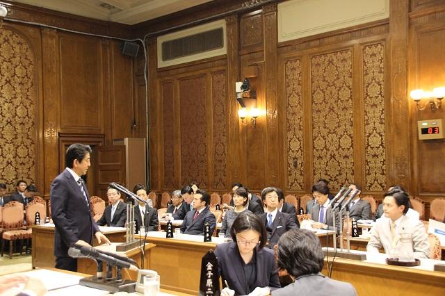 二之湯武史議員の質問に答える安倍晋三総理大臣