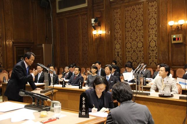 二之湯武史議員の質問に答える麻生太郎財務大臣