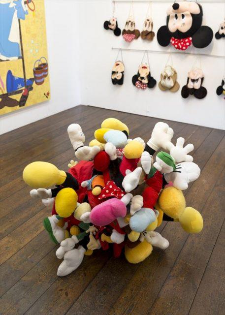 「KUNST ARZT」で行われた岡本光博さんがキュレーションした「ディズニー美術」展の展示風景 2015